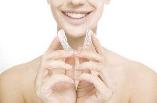 a woman holds her aligner | invisalign northern suburbs, darwin